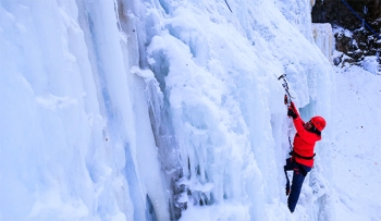 ice-climbing-tips-advice-beginners-first-time-hamilton-tiffany-falls-winter-adventure-outdoors-fun